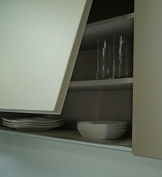 Mueble abatible cocinas oblicuo vasos platos Trecoam