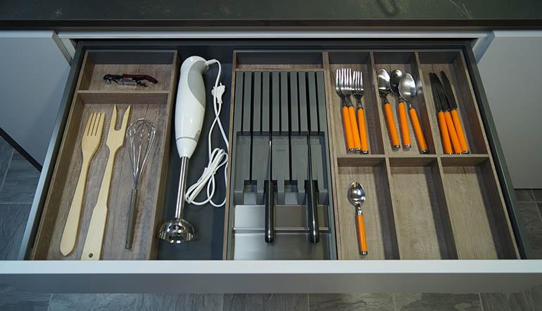 Cubertero cajon cocinas organizacion orden batidora cubiertos cuchillos Trecoam