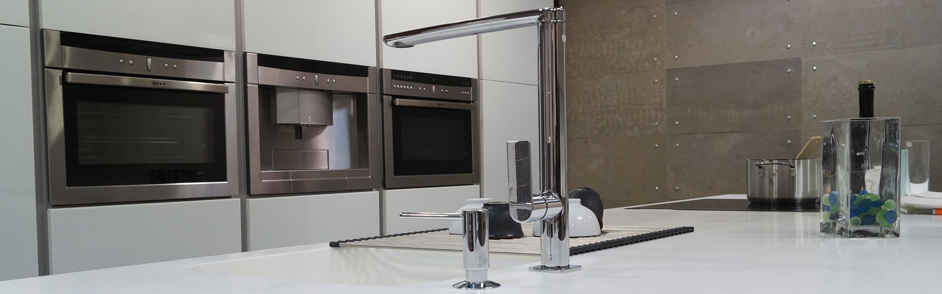 Cocina moderna diseño encimera solid surface superficie solida corian brillo blanca Trecoam