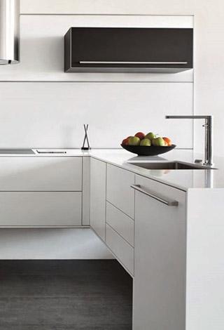 Superficie solida solid surface encimera cocina corian lg hi-macs staron krion avonite glacier white fregadero acero pata diseño Trecoam