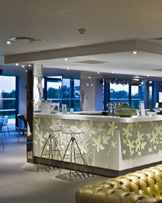Superficie solida solid surface restaurante hosteleria celosia corian lg hi-macs staron krion avonite Trecoam